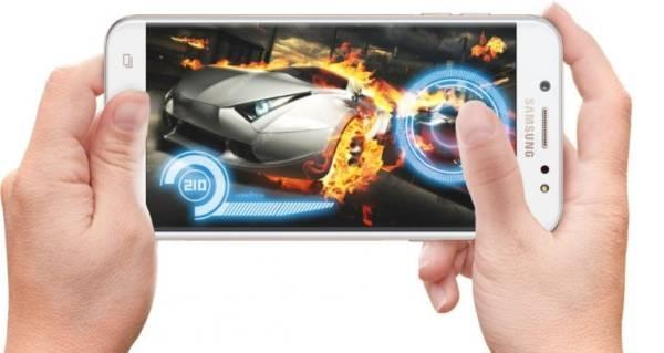 Samsung Galaxy J7+ Design